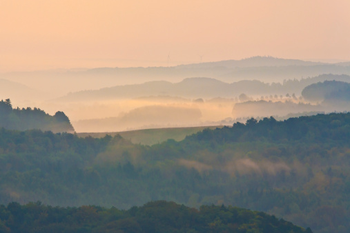 Rolling Landscape「Germany, Thuringia, Eisenach, View of Thuringian Forest at dawn」:スマホ壁紙(8)