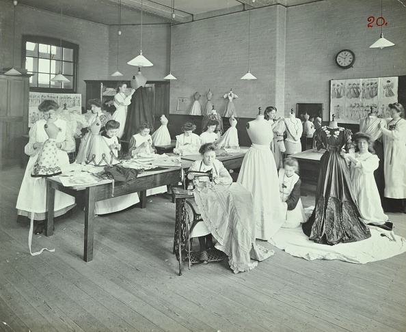 ������「Dressmaking Class, Borough Polytechnic, Southwark, London, 1907. Artist: Unknown.」:写真・画像(9)[壁紙.com]