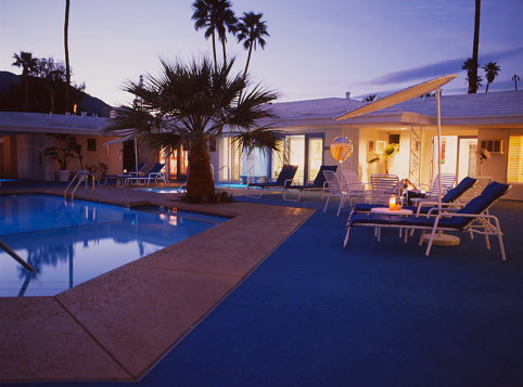 Motel「Hotel courtyard with pool」:スマホ壁紙(16)