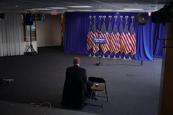 Press Room「Anti-Trump Activist Tom Steyer Makes Announcement On His Political Future」:写真・画像(3)[壁紙.com]