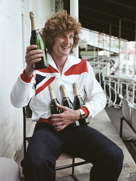 Cricket Player「England bowler Bob Willis with Champagne 1977」:写真・画像(15)[壁紙.com]