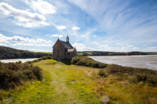 Brittany - France「sunny Chapel of St Maurice overlooking the Anse de Morieux」:スマホ壁紙(7)