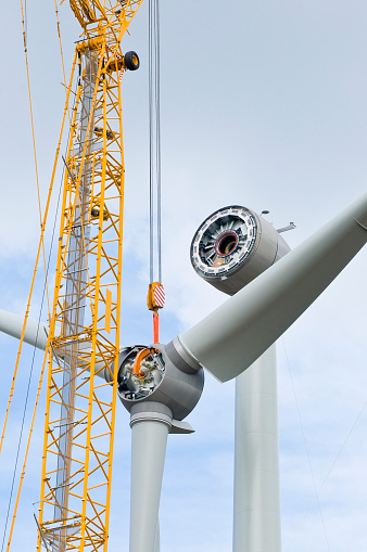 Wind Turbine「Installation the rotor blades on a wind turbine」:スマホ壁紙(5)