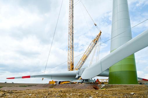 Propeller「Installation the rotor blades on a wind turbine」:スマホ壁紙(9)