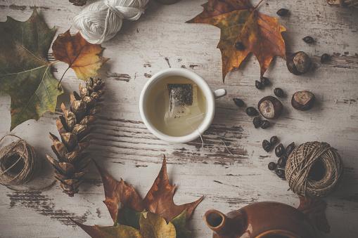 栗「秋のテーブルの上のお茶をリラックス」:スマホ壁紙(0)