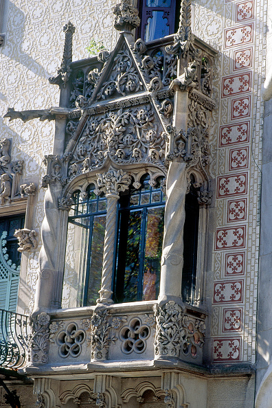 Intricacy「Balcony detail Designed by Antoni Gaudi Barcelona, Catalunya, Spain」:写真・画像(4)[壁紙.com]