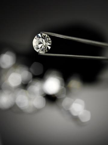 手に持つ「ホールド、ダイヤモンド、宝石ピンセット」:スマホ壁紙(5)