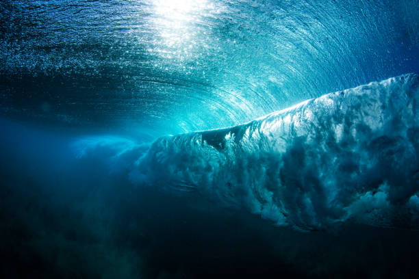 Underwater view of a wave breaking, Hawaii, America, USA:スマホ壁紙(壁紙.com)