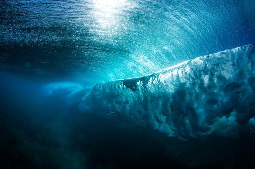 Sea「Underwater view of a wave breaking, Hawaii, America, USA」:スマホ壁紙(9)