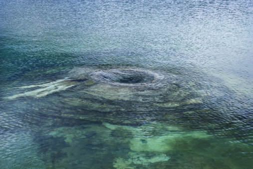 温泉「Underwater geyser, Yellowstone National Park」:スマホ壁紙(13)