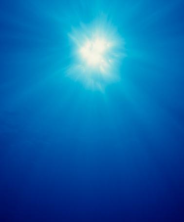 Focus On Background「Underwater sunburst #1」:スマホ壁紙(8)