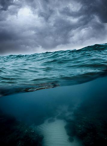 Water Surface「Underwater, ocean with cloudy sky」:スマホ壁紙(13)