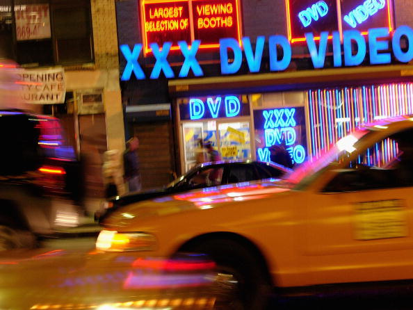 Outdoors「Sex Shops Return To Times Square」:写真・画像(9)[壁紙.com]