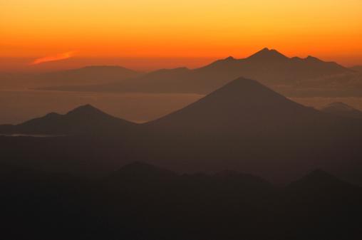 Mt Agung「バリの日の出」:スマホ壁紙(17)