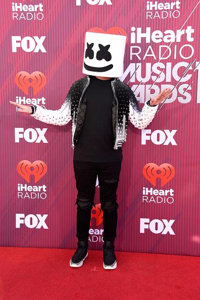 Embellished Jacket「2019 iHeartRadio Music Awards - Arrivals」:写真・画像(0)[壁紙.com]
