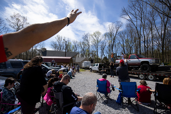 Brett Carlsen「Pastor In Tennessee Offers Drive In Mass」:写真・画像(3)[壁紙.com]