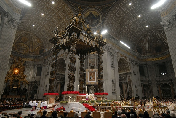 Religious Mass「Pope Benedict XVI Celebrates Midnight Mass On Christmas Eve」:写真・画像(4)[壁紙.com]