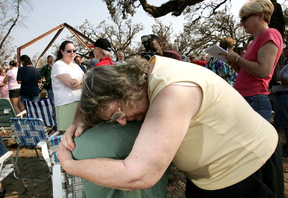 Bending「Conditions Remain Grim In Aftermath Of Katrina」:写真・画像(8)[壁紙.com]