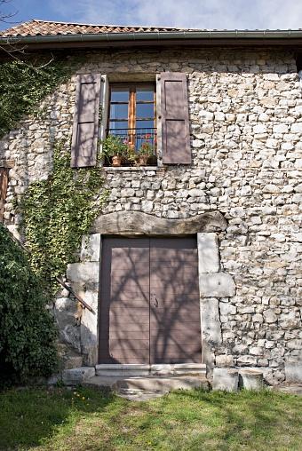 グルノーブル「Stone Facade Of An Old European House」:スマホ壁紙(0)