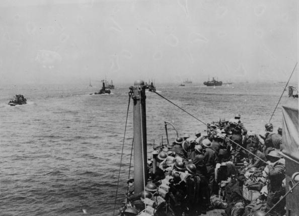 Carrying「Evacuation Ships」:写真・画像(19)[壁紙.com]