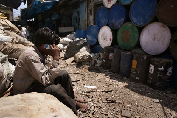 Mobile Phone「Dharavi Slum Redevelopment Resisted By Residents」:写真・画像(11)[壁紙.com]