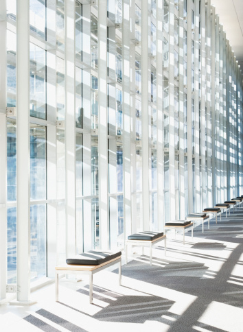 Corporate Business「Corridor and glass wall in modern office building」:スマホ壁紙(18)