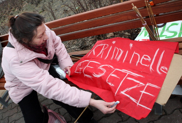 Delayed Sign「Activists Protest ACTA Proposal」:写真・画像(11)[壁紙.com]