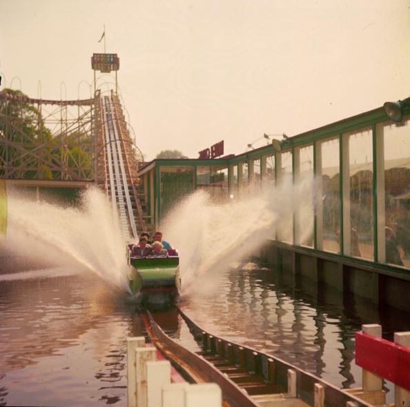 Amusement Park Ride「Water Chute」:写真・画像(4)[壁紙.com]