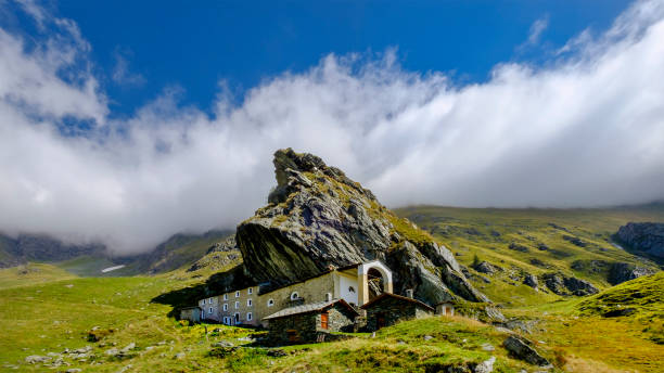 Sanctuary of San Besso, built with a side wall adjacent to the monolithic rock of Mount Fautenio. It is located in Valle Soana, a valley on the southern slope of the Gran Paradiso massif. Gran Paradiso National Park, Piedmont, Italy:スマホ壁紙(壁紙.com)