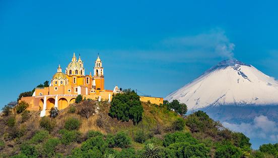 Pyramid Shape「Sanctuary of Nuestra Señora de los Remedios in Cholula Mexico」:スマホ壁紙(18)