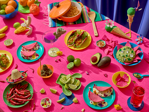 Taco「Mexican feast. A big table full of mexican platters in bright colors」:スマホ壁紙(12)