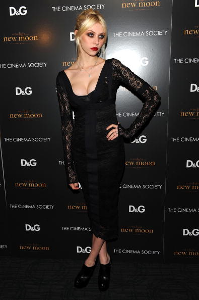 Pencil Dress「THE CINEMA SOCIETY and D&G host screening of THE TWILIGHT SAGA: NEW MOON」:写真・画像(18)[壁紙.com]