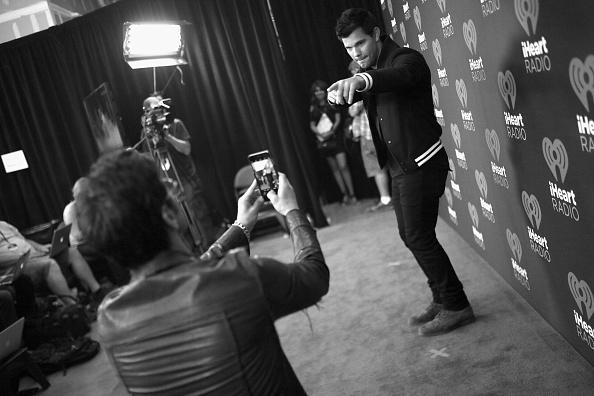 T 「2016 iHeartRadio Music Festival - Night 2 - Backstage」:写真・画像(10)[壁紙.com]
