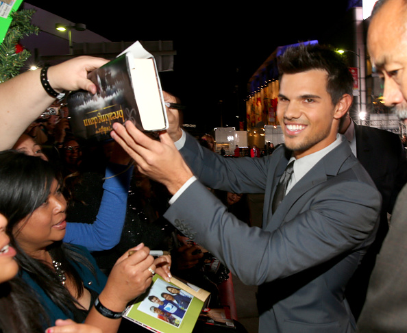 "Film Premiere「Premiere Of Summit Entertainment's ""The Twilight Saga: Breaking Dawn - Part 2"" - Red Carpet」:写真・画像(0)[壁紙.com]"