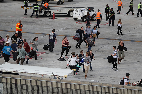 Fort Lauderdale「Shooter Opens Fire In Baggage Claim Area At Fort Lauderdale Airport」:写真・画像(5)[壁紙.com]