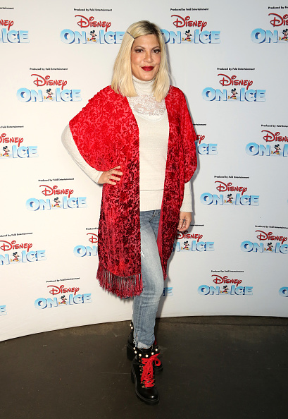 Tori Spelling「Disney On Ice Presents Mickey's Search Party Holiday Celebrity Skating Event」:写真・画像(17)[壁紙.com]