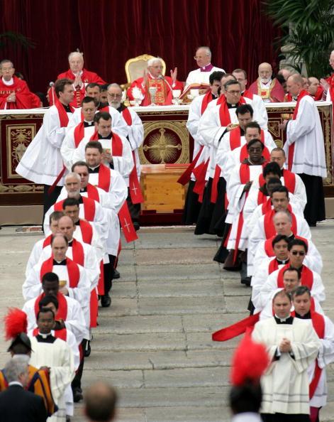 Religious Mass「Funeral Held For Pope John Paul II」:写真・画像(13)[壁紙.com]