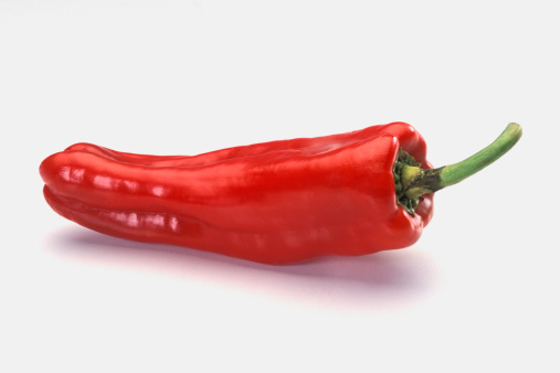 Cayenne Pepper「Red pepper on counter with pepper stem up, close-up, tilt」:スマホ壁紙(11)