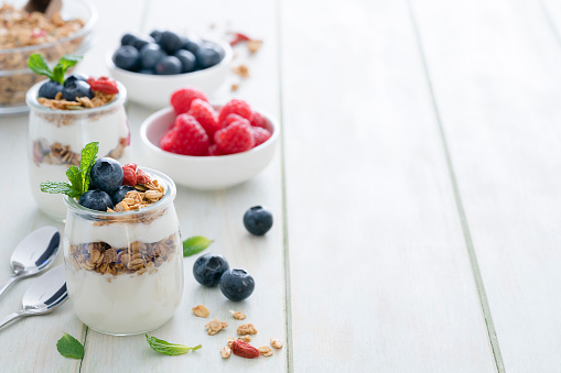 Granola「Healthy food: homemade yogurt with granola on breakfast table. Copy space」:スマホ壁紙(15)