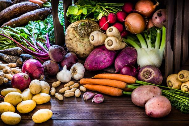 Healthy food: organic roots, legumes and tubers still life.:スマホ壁紙(壁紙.com)