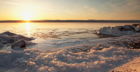 Great Lakes「Ice on Lake Superior at sunrise」:スマホ壁紙(5)