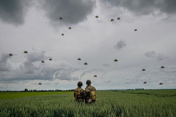 Bestpix「Commemorations Begin For D-Day 75th Anniversary In Normandy」:写真・画像(14)[壁紙.com]