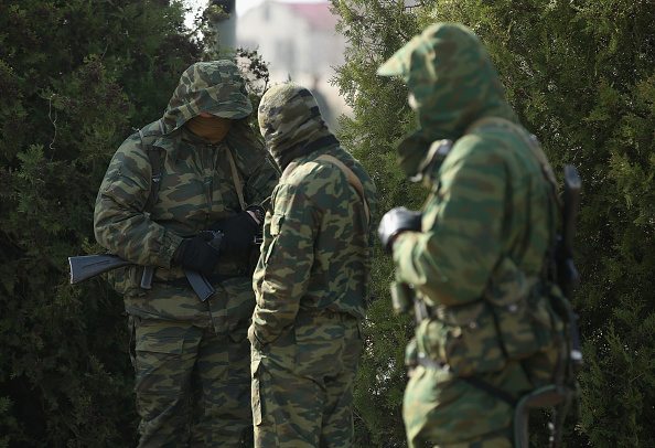 Surrendering「Ukraine Crisis Continues As The Crimea Prepares To Vote In The Referendum」:写真・画像(4)[壁紙.com]