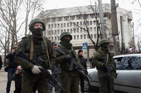 Guarding「Concerns Grow In Ukraine Over Pro Russian Demonstrations In The Crimea Region」:写真・画像(15)[壁紙.com]