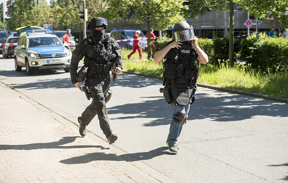 ドイツ「Armed Man Storms Cinema Near Frankfurt」:写真・画像(12)[壁紙.com]