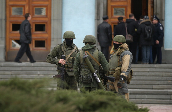 Guarding「Concerns Grow In Ukraine Over Pro Russian Demonstrations In The Crimea Region」:写真・画像(7)[壁紙.com]