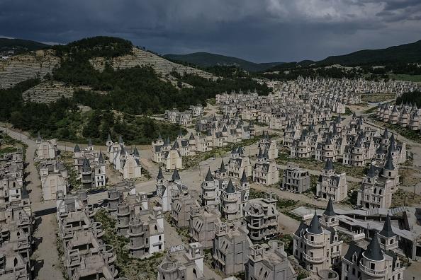 Construction Industry「Turkey's Abandoned 'Castle' Community」:写真・画像(18)[壁紙.com]