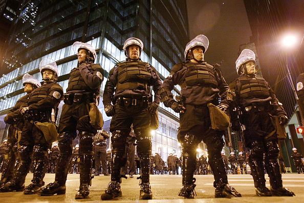 Federal Building「Chicago Anti-War Protest Draws 5,000」:写真・画像(6)[壁紙.com]