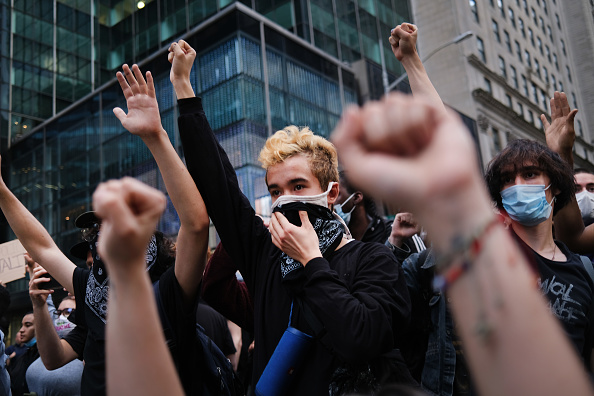 Protestor「Protests Against Police Brutality Over Death Of George Floyd Continue In NYC」:写真・画像(2)[壁紙.com]