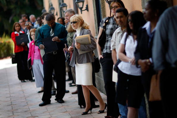 Davie - Florida「People Search For Employment, As Number Of Jobless Claims Passes 5 Million」:写真・画像(16)[壁紙.com]